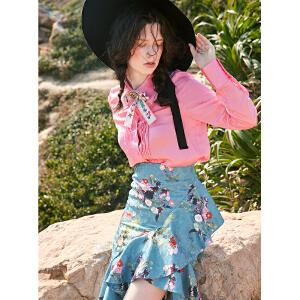 两三事粉色剧场2018春装新款时尚皱褶衣襟粉色衬衫女衬衣附带领夹