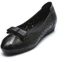妈妈凉鞋女夏2019新款真皮软底平底坡跟洞洞鞋皮鞋中老年中年女鞋