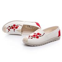 新款绣花白色帆布鞋女鞋渔夫鞋老北京布鞋中老年妈妈鞋休闲单鞋子
