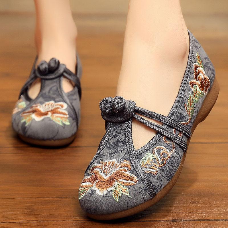 北京老布鞋女鞋秋款大码秋季中老年人女奶奶夏季大码绣花鞋  35 女款