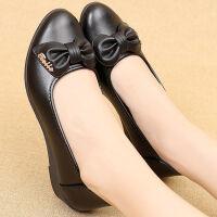 春秋舒适妈妈鞋软底浅口中老年休闲时尚小坡跟女士单皮鞋