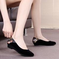 老北京布鞋女鞋单鞋软底浅口坡跟黑色百搭工作鞋酒店妈妈鞋女