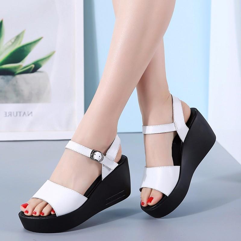哚美哚尚 真皮凉鞋女高跟鞋坡跟2019夏季新款坡跟百搭露趾中跟一字带厚底女凉鞋子