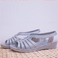 中年平底女凉鞋夏季妈妈坡跟凉鞋中老年中跟软底老人塑料凉鞋