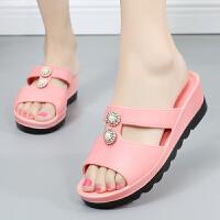 中年凉拖鞋女外穿新款时尚外穿坡跟夏季妈妈鞋防滑中年妇女40-50 粉红色 726