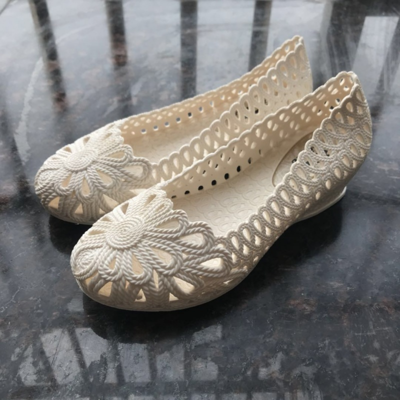 夏天鸟巢镂空透气洞洞鞋花园果冻鞋女中跟坡跟护士凉鞋女包头塑胶防滑凉鞋女妈妈鞋 白色