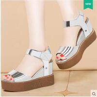 莫蕾蔻蕾凉鞋女夏季新款坡跟浅口女鞋子一字扣女高跟厚底松糕鱼嘴鞋女70136