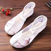 老北京布鞋女绣花鞋民族风平底夏季白色单鞋学生透气网纱绣花鞋女 白色 鸢尾白色