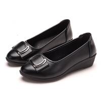妈妈鞋舒适中跟妇女软底皮鞋春秋中年圆头女士单鞋坡跟休闲工作鞋