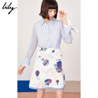 【2件4折到手价:351.6元】 Lily春新款女装商务条纹拼接假两件环游风景印花连衣裙7953