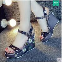 莫蕾蔻蕾坡跟凉鞋女夏新款百搭时尚韩版一字扣厚底粗跟女鞋鱼嘴高跟鞋 6x235KL