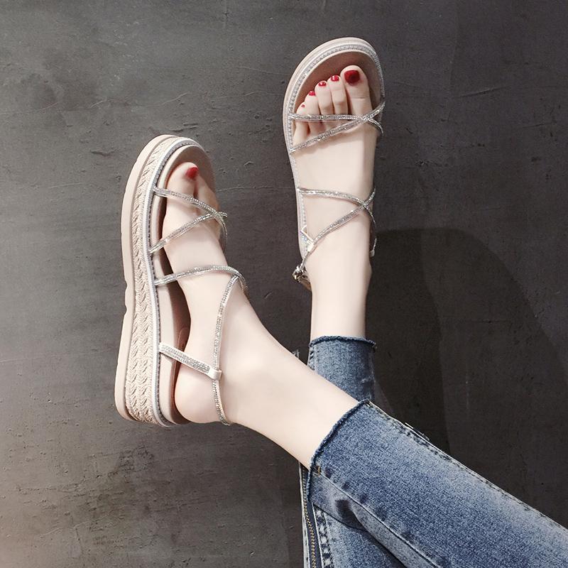 夏季时尚配裙子的凉鞋女夏仙女风2019新款防滑不磨脚百搭水钻厚底松糕女士沙滩罗马鞋