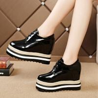 厚底内增高松糕鞋女秋季新款单鞋坡跟高跟黑色加绒小皮鞋子