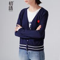 初语春季新款 V领条纹章仔刺绣长袖针织衫 女8630323001