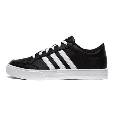 Adidas阿迪达斯 男鞋 运动休闲篮球鞋 BC0131 现运动休闲篮球鞋