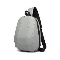 男士单肩斜挎包定型铆钉胸包usb充电单肩斜挎包男士创意个性胸包