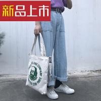 韩简约字母港风帆布袋女斜挎包大购物袋单肩学生帆布包 米白色 绿人像 三用款