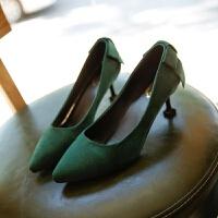 细跟中跟尖头高跟鞋女韩版秋冬新款绒面红色婚鞋墨绿色低跟工作鞋