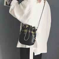 包包女2018新款潮女包时尚韩版毛呢小香风水桶包百搭手提斜挎包