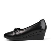 妈妈鞋单鞋女休闲老年鞋女软底舒适春秋浅口皮鞋坡跟工作鞋子