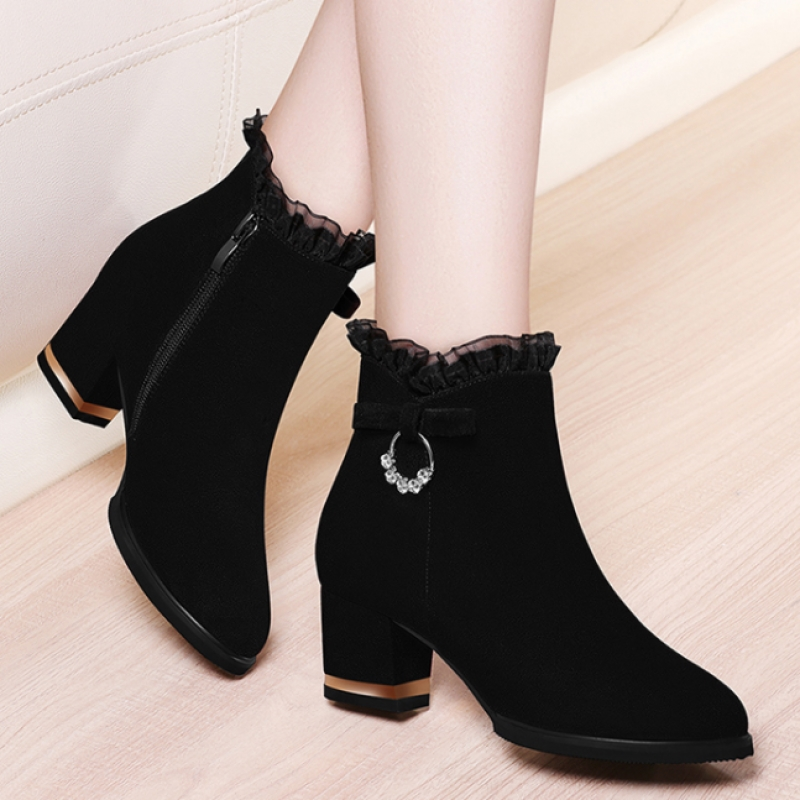 磨砂软皮靴子加绒短靴女中跟棉鞋秋冬季韩版性感蕾丝时装女靴粗跟