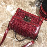 【支持礼品卡支付】冬季新款毛绒盒子女包2017韩版手提复古箱子包铆钉锁扣斜挎小包  NN-LT-2250