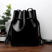艾欧尼莎 2018春夏新款韩版水桶包真皮女包大容量牛皮简约撞色单肩斜挎女士包包