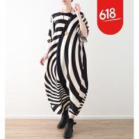 原创18春夏季新款原创设计女装不规则条纹宽松大码雪纺丝绵连衣裙袍子GH061 黑白条