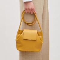 包包女2018春季新款小众设计款简个性黄色单肩斜挎软皮小水桶包 黄色