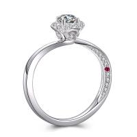罗曼蒂珠宝白18K金钻戒女款群镶求婚结婚钻石戒指月亮心系列需定制