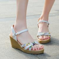 2019夏季女新款凉鞋甜美印花仙女风松糕厚底凉鞋坡跟舒适百搭露趾