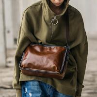 2018新款包 皮单肩包斜挎包街头风拉链背包旅行休闲潮男邮差包 咖啡色
