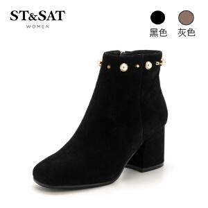 星期六(ST&SAT)冬季专柜同款绒面羊皮革粗跟珍珠扣短靴SS74116712