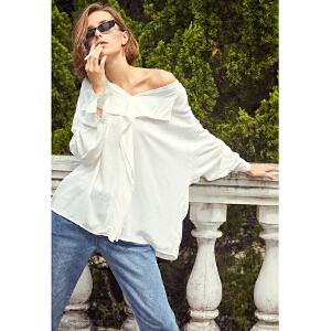 两三事逾情记2018秋新款简约V领白衬衫女实付满599元加129元换购S18QC016