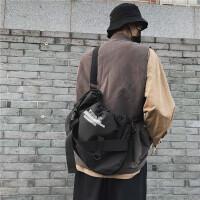 男士斜挎包街头潮流单肩包大容量休闲学生