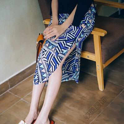 2018夏季复古雪纺开叉半身裙波西米亚印花度假沙滩长裙 蓝色 发货周期:一般在付款后2-90天左右发货,具体发货时间请以与客服协商的时间为准