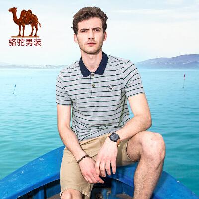 骆驼男装 夏季新款条纹绣标休闲宽松短袖男青年翻领T恤衫