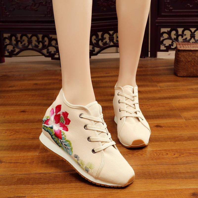 绣花鞋女民族风坡跟内增高春秋单鞋女旅游休闲老北京布鞋舞蹈鞋子 米白色 34