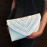 2018秋季新款带钻信封包女士镶钻铆钉手拿包时尚大容量宴会手包潮 白色