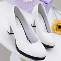 春秋新款圆头中跟高跟单鞋OL气质职业单鞋白黑色粗跟大码女鞋
