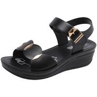 莫戈里妈妈凉鞋女夏平底新款舒适女士凉鞋中年女鞋坡跟妇女凉鞋