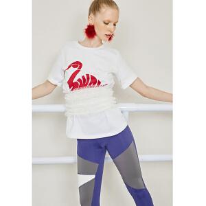 两三事标记爱宠2018春装新款个性天鹅印花中袖纯棉白色T恤女上衣