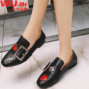 乌龟先森 小皮鞋 女士冬季新款鞋子爱心小蜜蜂短靴子女式韩版绒面方扣方头时尚休闲学生女鞋