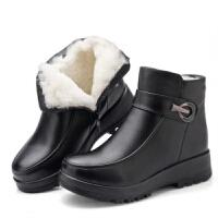 冬季羊毛靴子中老年加厚加绒妈妈棉鞋软底平底防滑保暖女短靴