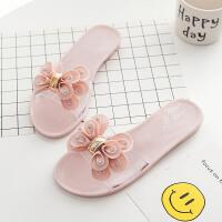 夏季女士�r尚款女鞋休�e蝴蝶�Y水晶鞋果�鲂�女沙�┬�花朵平底拖鞋