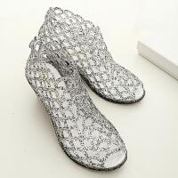 新款坡跟鱼嘴凉鞋女士中跟镂空鸟巢塑料水晶果冻鞋夏季沙滩鞋