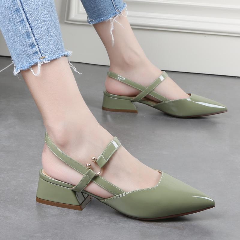 舒适好看!时尚新品平底包头凉鞋女夏季新款网红粗跟小清新尖头鞋漆皮后空单鞋中跟鞋青春靓丽
