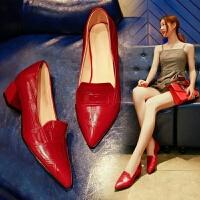 2019春秋新款浅口中跟单鞋漆皮红色网红小皮鞋女士粗跟尖头瓢鞋