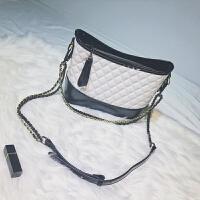 小香风链条包包女2018新款时尚单肩斜挎水桶包流浪包同款