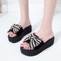 坡跟一字拖女凉拖鞋夏季新款蝴蝶结时尚沙滩鞋厚底松糕凉鞋子外穿